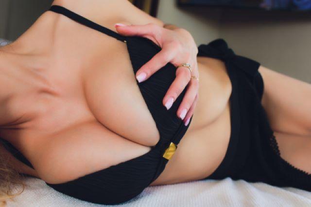 女性の美しい胸