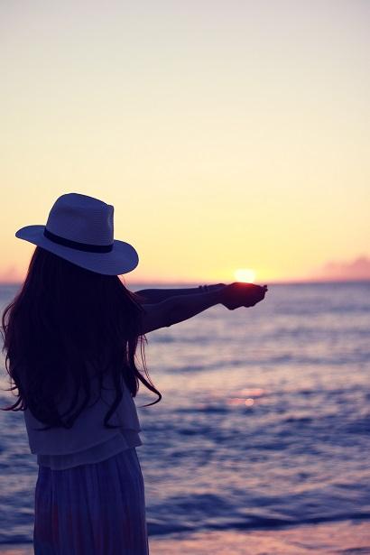 夕陽を掬う女の子