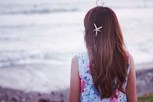 髪にヒトデを付けた女の子
