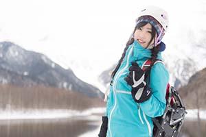 雪山を登山するユキちゃん