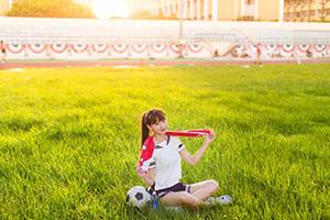 サッカーウェアの女の子