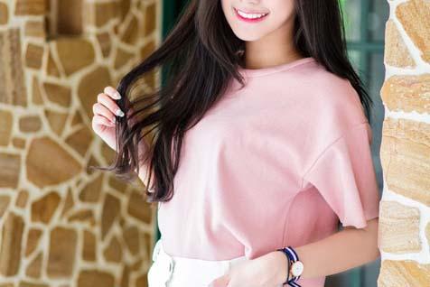 ピンクの服の女の子