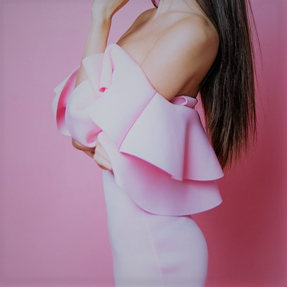女性の横乳