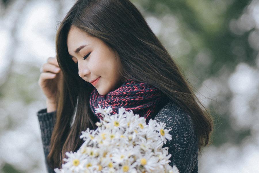 花束の女性