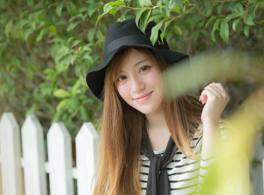 帽子をかぶった美女