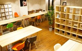 同じ職場で働く同年代女性や男子スタッフと談笑するスペースも設けております。