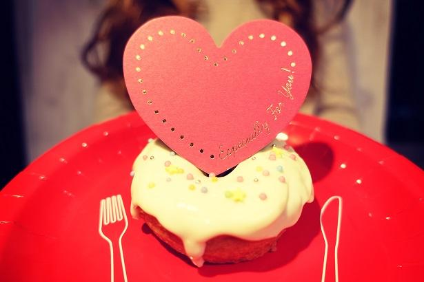 ハートケーキと女の子