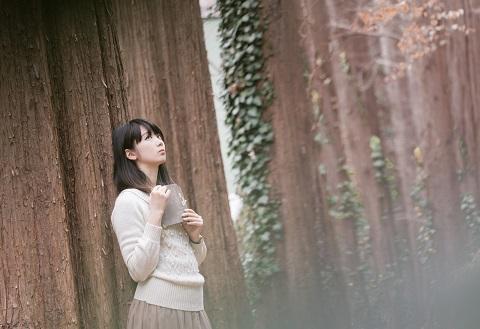 森で迷子の女の子